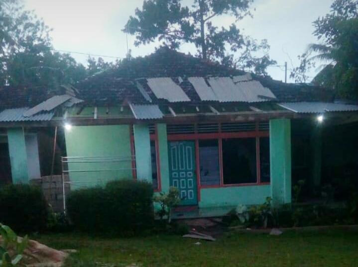 Angin Ekstrem  Lintasi  Kecamatan Purbolinggo